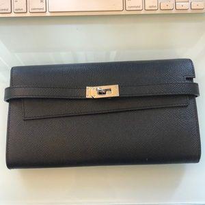 Similar to Hermes Kelly wallet